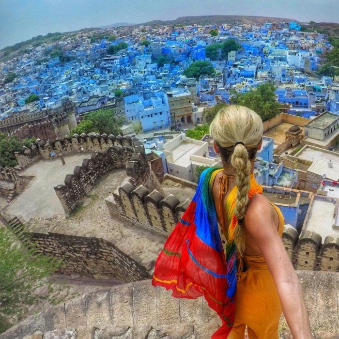 mujer tomando foto de India