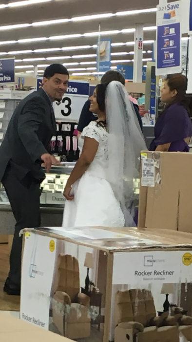 recien casados en wallmart