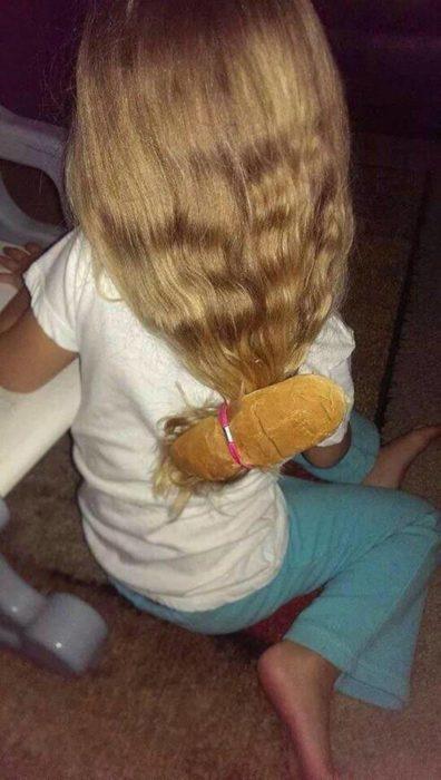 niña con pan en el cabello