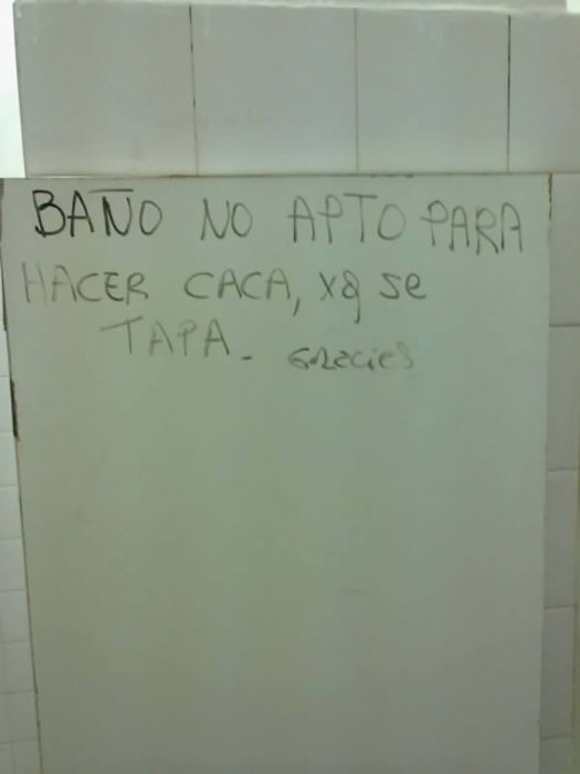 graffiti en pared de baño