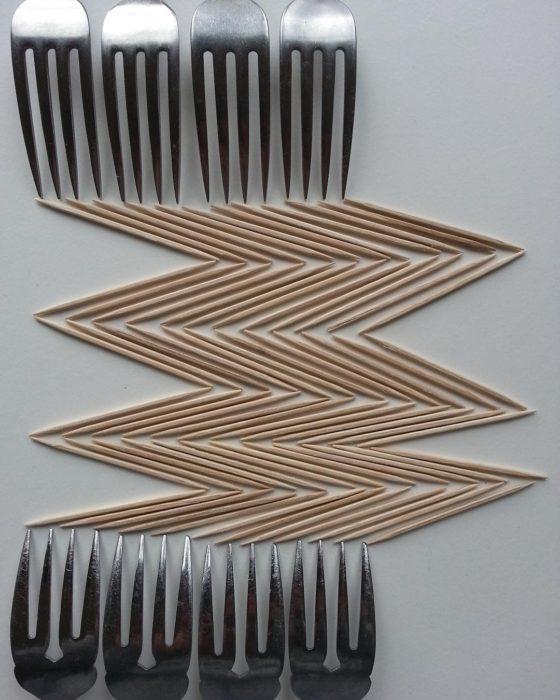 imagen geométrica con tenedores y palillos de dientes