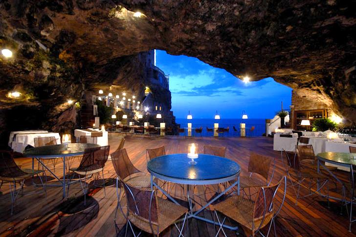 Restaurante dentro de una gruta