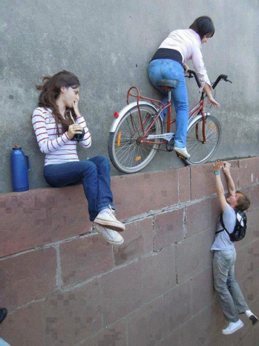 fotos juega con la perspectiva grupo de amigos en la calle