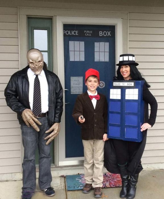 familia disfrazada de doctor who