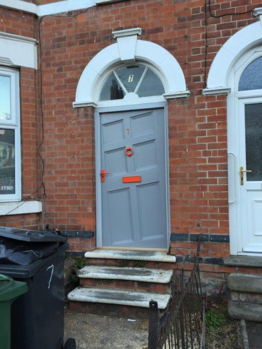puerta chueca a propósito