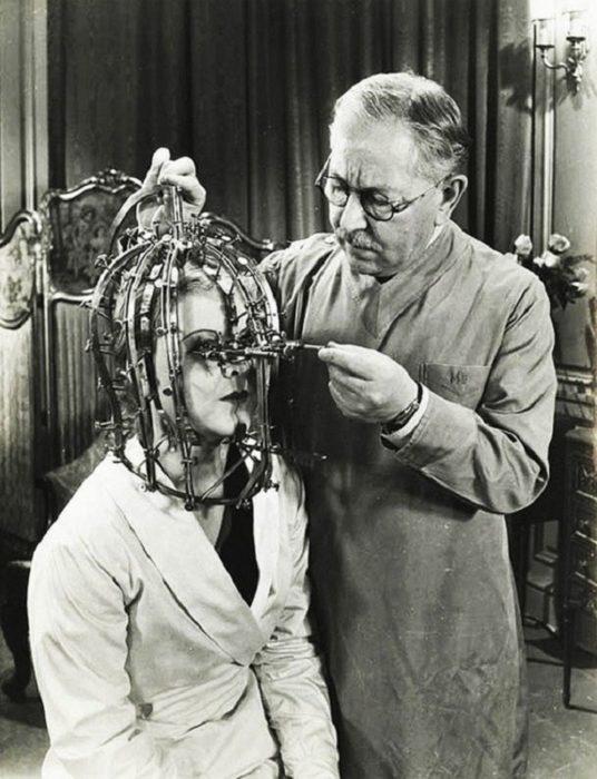 máscara antigua para aplicar maquillaje