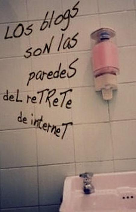 graffiti en un baño