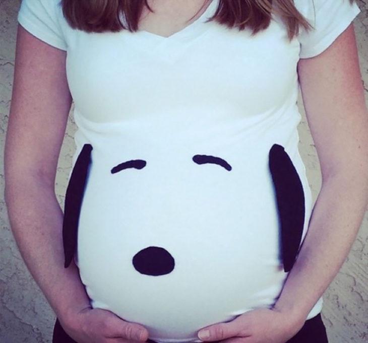 embarazada disfrazada de snoopy