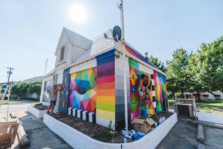 artista trasforma casa en capilla okuda san miguel