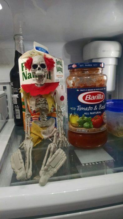 Broma Halloween esqueleto en el refri