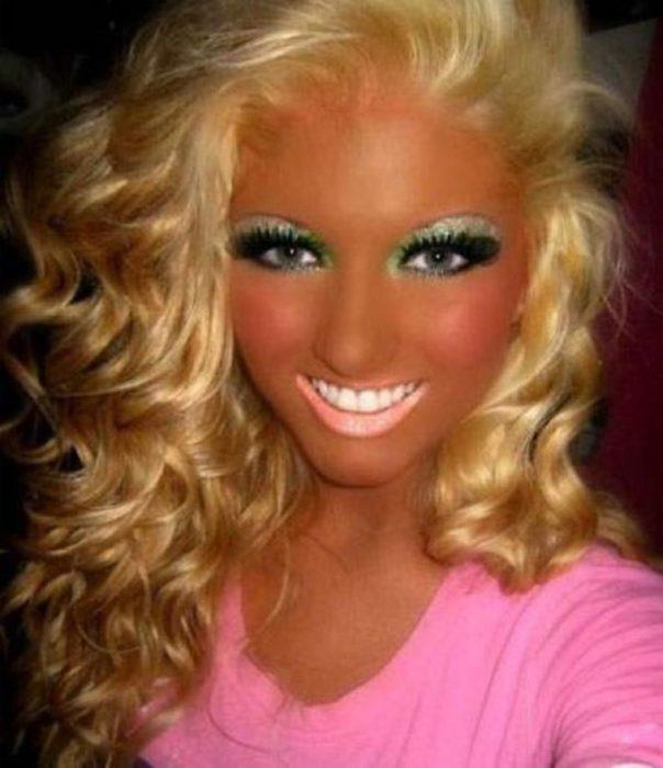 Fails maquillaje - joven con demasiado bronceado