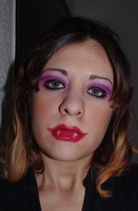 Fails maquillaje - mujer maquillada como si fuera un vampiro