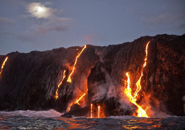Encuentro del mar con la lava