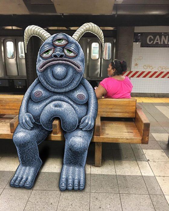 Ilustraciones metro - un monstruo gordo sentado en dos asientos