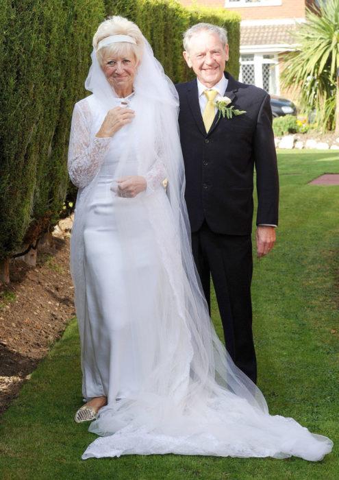 Abuelos se casan otra vez con su misma ropa de hace 50 años
