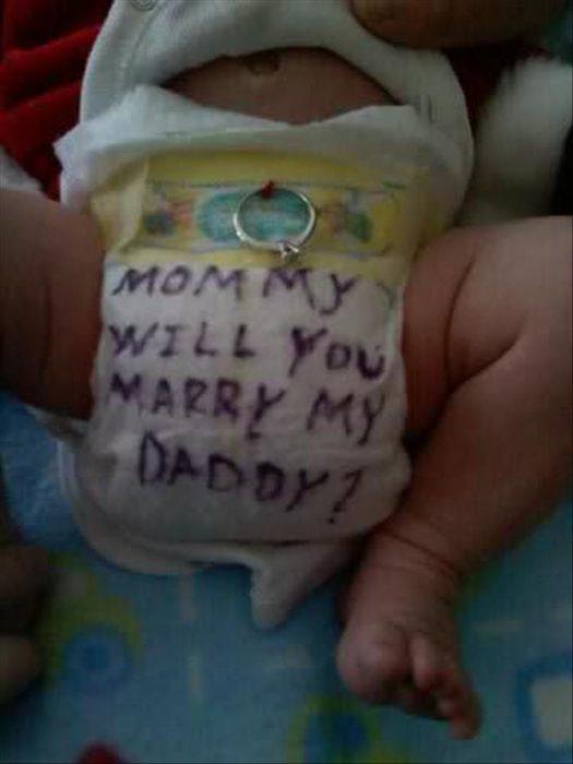 Peores propuestas de matrimonio - en el pañal del bebe