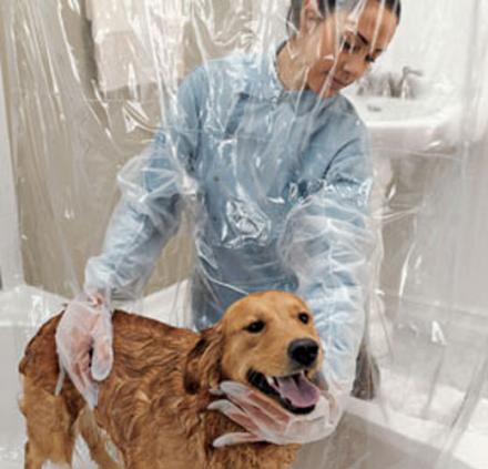 Productos perros - cortina con guantes para lavar perro