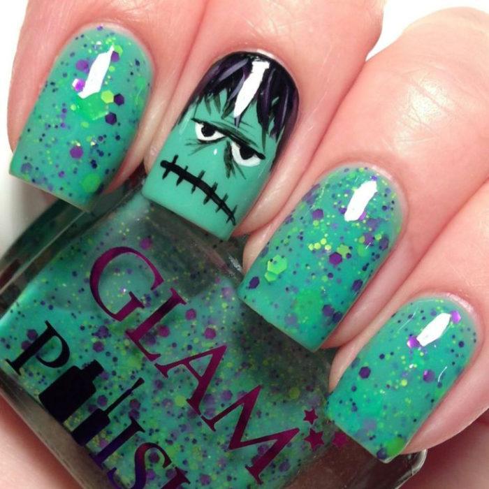 uñas de ffranki verde con brillo