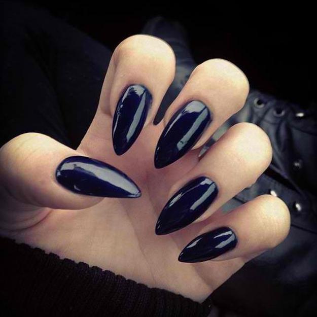 uñas de bruja super negra