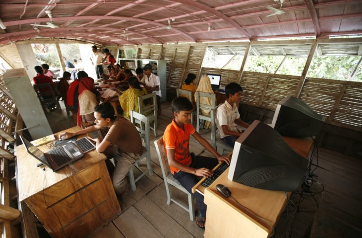 sala de informática en barco