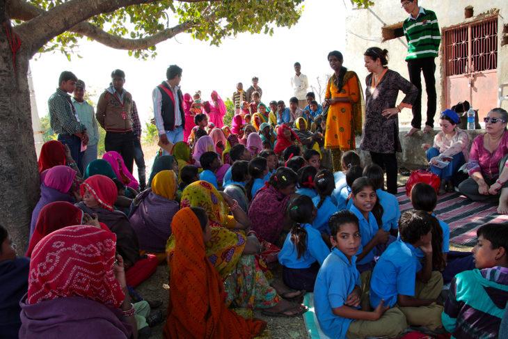 grupo de niños hindúes
