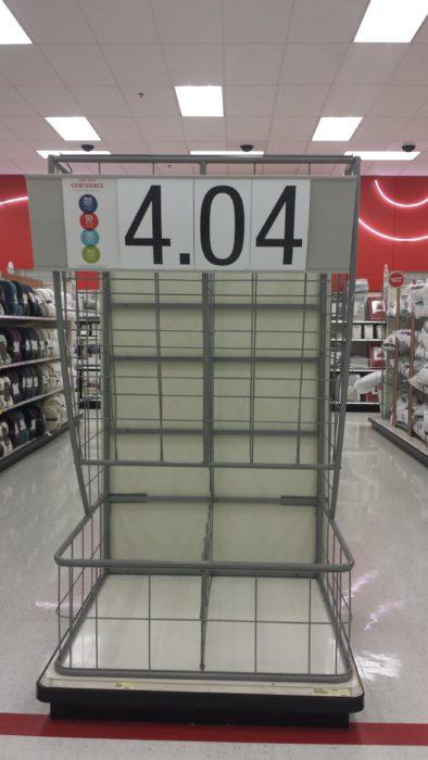 estante de tienda sin productos