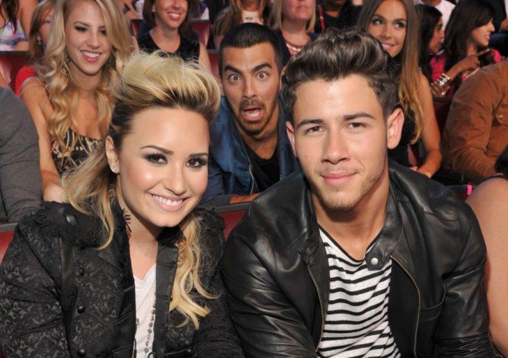 Joe jonas arruina la foto de Nick Jonas y Demi Lovato