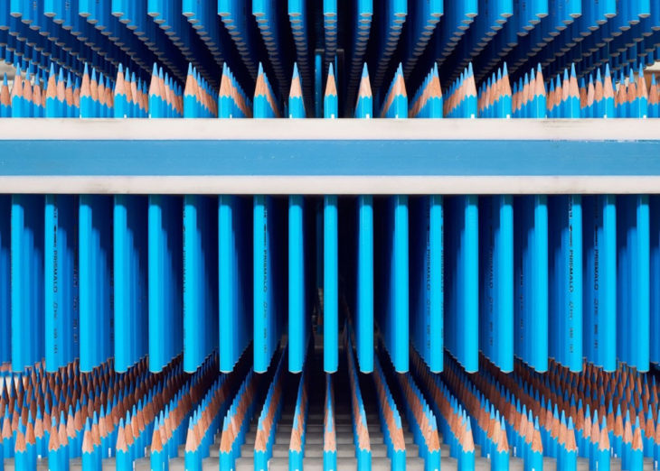 lapices azules alineados