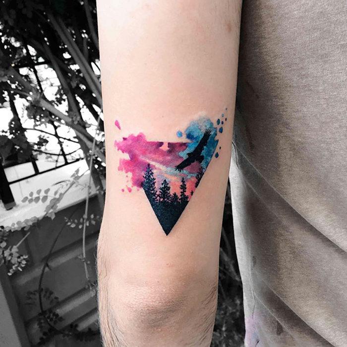 tatuaje hipster de bosque y aves