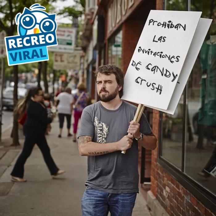 hombre sosteniendo cartel contra candy crush