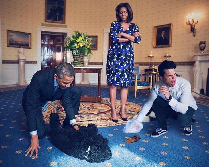chico se edita al lado de los obama recoge popó del perro de la familia