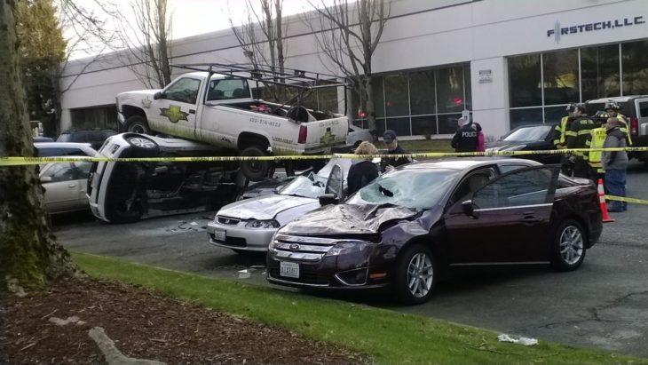 patrulla de policía aplastó otros carros