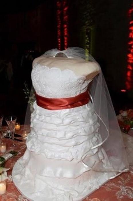 pastel de boda de busto de novia