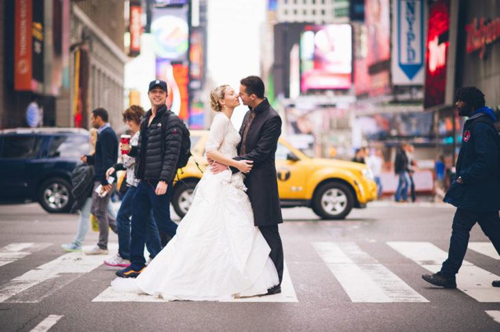 Zach Braff en foto d euna pareja en la calle