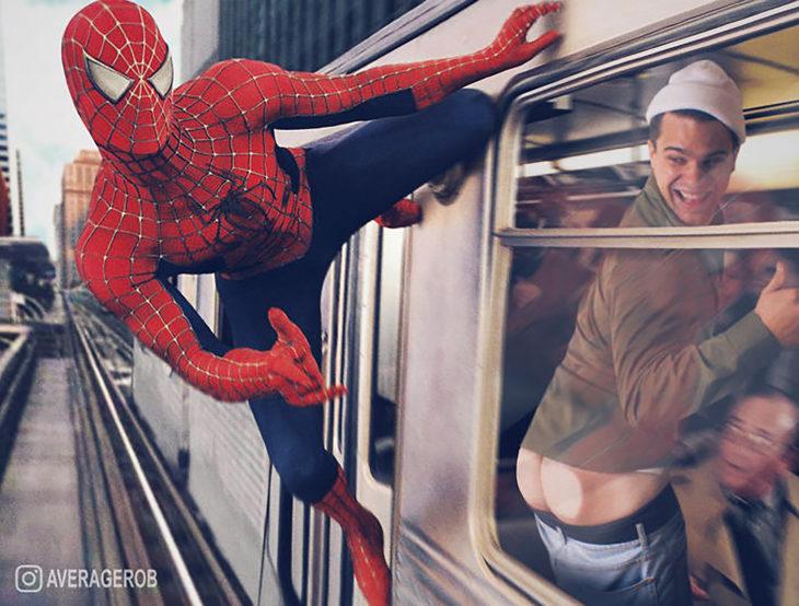 chico se edita al lado de spiderman mostrando su trasero en el metro