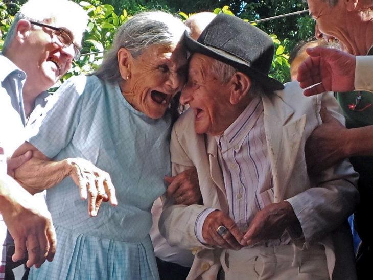 ancianos enamorados