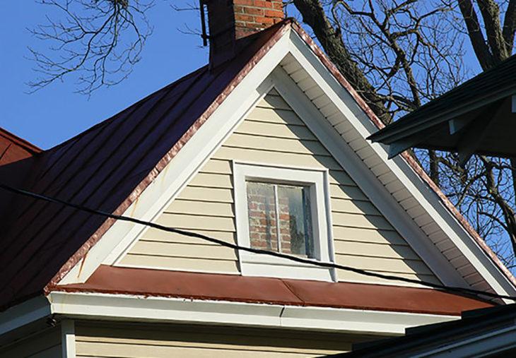 ventana tapada por ladrillos