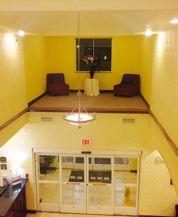 hotel con área de descanso sin acceso