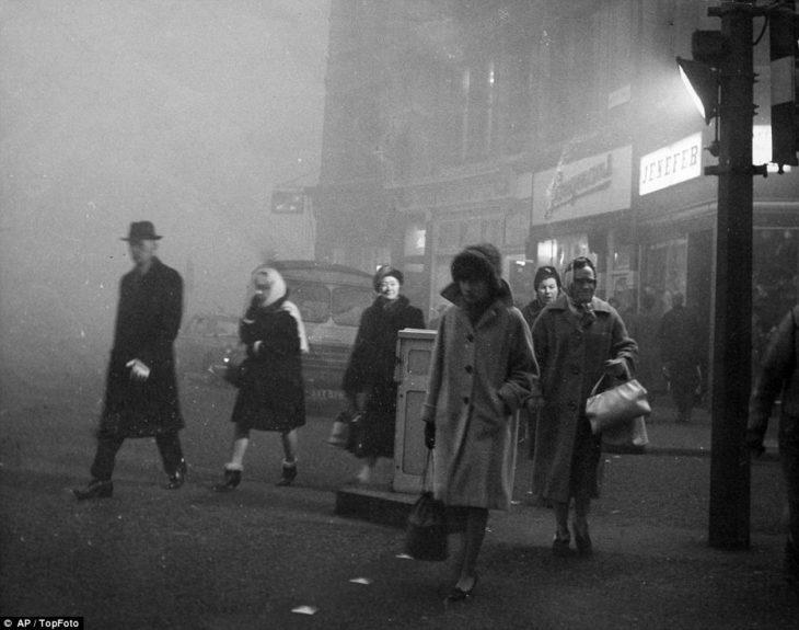 foto antigua de londres con la niebla tóxica