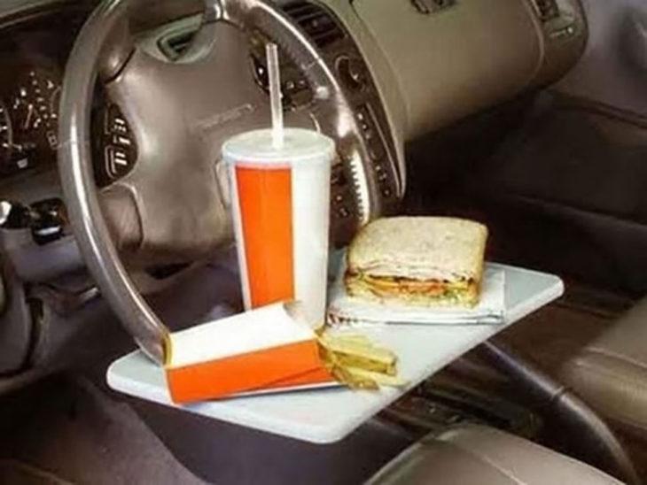 Mesa para comer en el coche