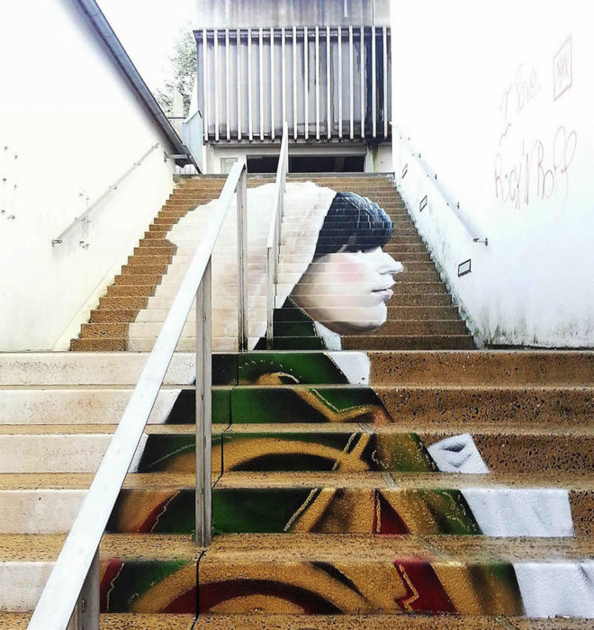 escalera de mujer en francia