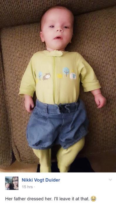 bebé con short encima del mameluco