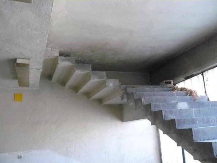 escalera que topa en el techo