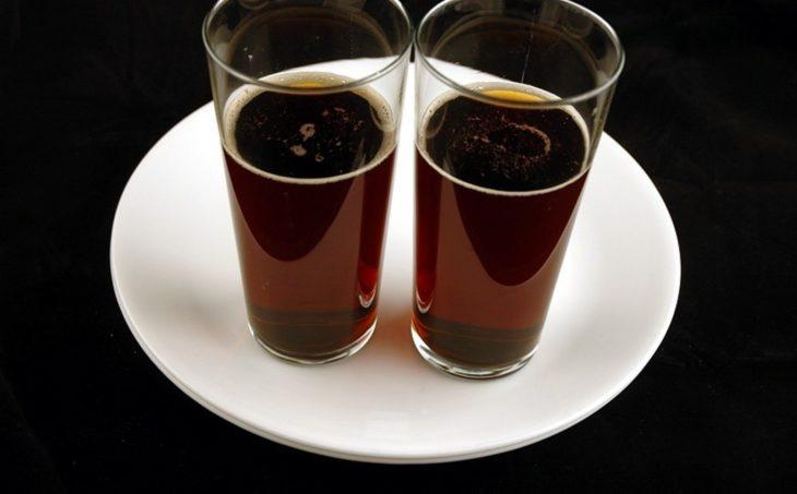Dos vasos de coca-cola