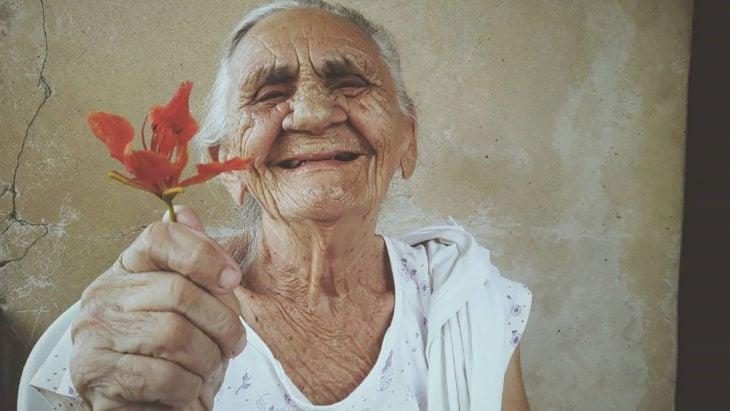 anciana sonriendo
