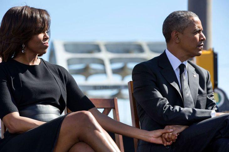 Michelle y Obama se toman las manos