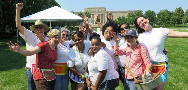 grupo feliz de voluntariado