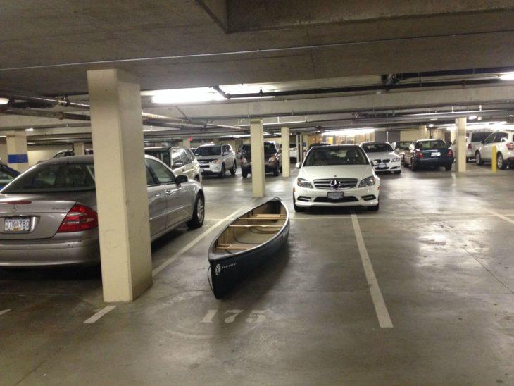 lancha en lugar de estacionamiento