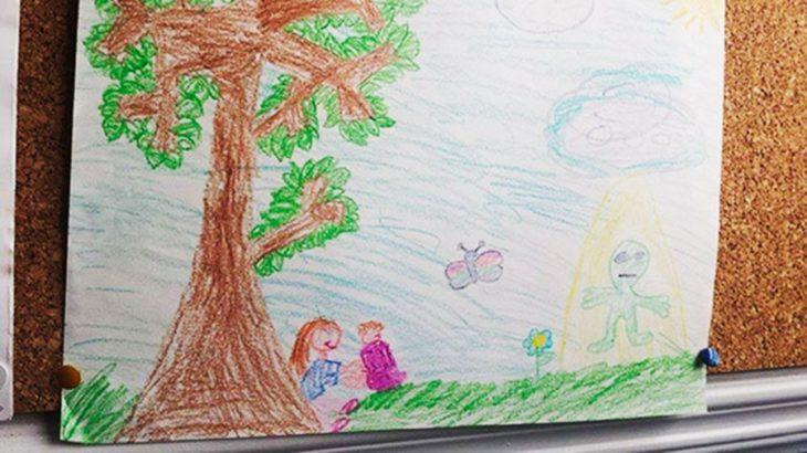 dibujo de Una niña sacrificando a su hermana a los aliens