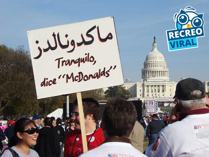 cartel de protesta anti discriminación del islam